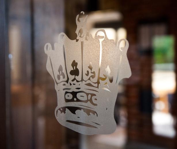The Queen's Head - Logo